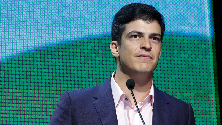 O ator Mateus Solano durante o 25º Prêmio da Música Brasileira no Theatro Municipal. Foto: Roberto Filho (14/05/14)