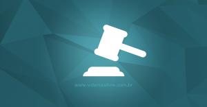 Ícone que representa um martelo de juiz, em fundo verde.