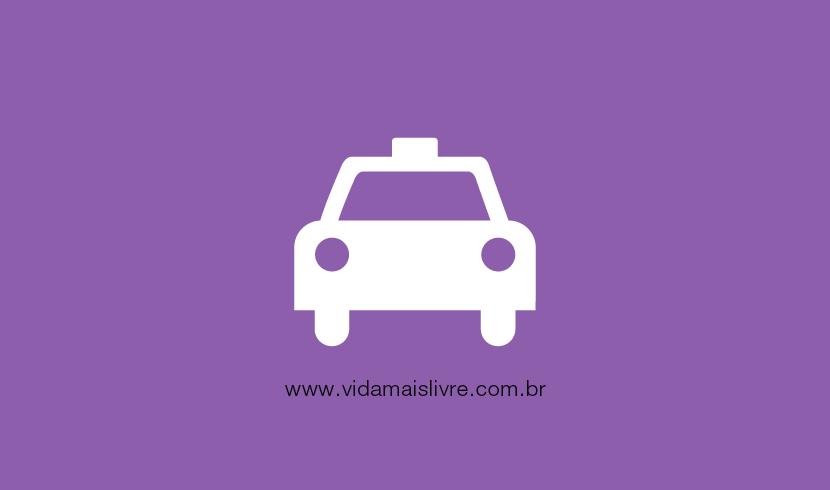 Em fundo roxo, há o ícone que representa um automóvel, em branco