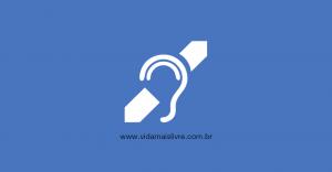 Em fundo azul, símbolo que representa a deficiência auditiva