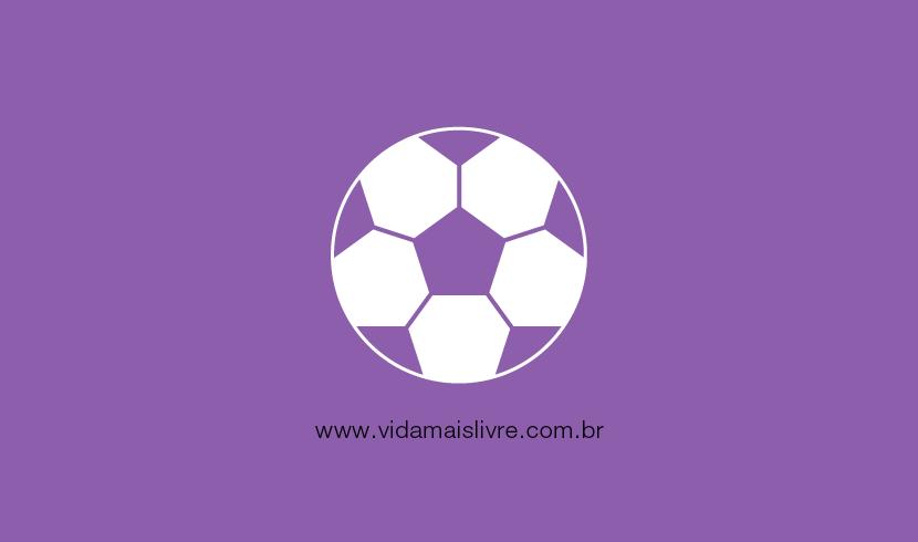 Em fundo roxo, há um ícone de uma bola de futebol