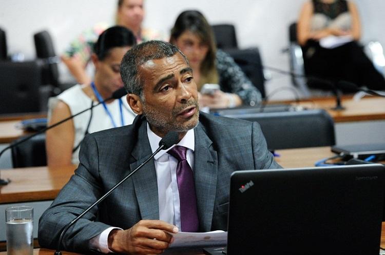 Foto do Senador Romário durante comissão