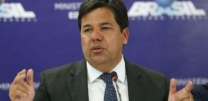 Foto do Ministro da Educação, Mendonça Filho, gesticulando
