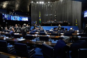 Foto do plenário do Senado Federal durante sessão deliberativa ordinária.