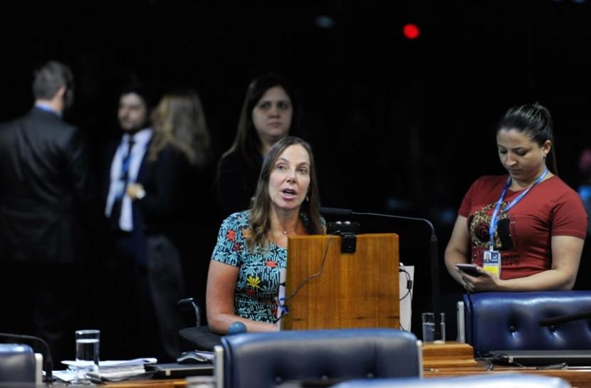 Plenário do Senado Federal durante sessão deliberativa ordinária. À bancada, em pronunciamento, senadora Mara Gabrilli
